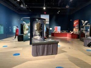 Les Envahisseurs sont la Musee du fjord LM Le Québec
