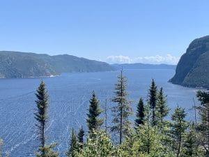 Vue panoramique du sentier de la Statue au Saguenay