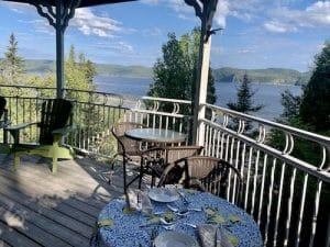 Petit dejeuner au balcon LM Le Québec