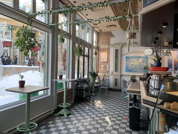 Interieur du Cafe Au grain de cafe LM Le Québec