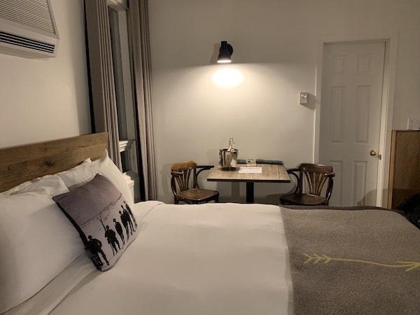 Hotel Mont Tremblant chambre 2 LM Le Québec