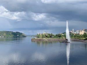 Chicoutimi Promenade le long de la riviere Saguenay LM Le Québec